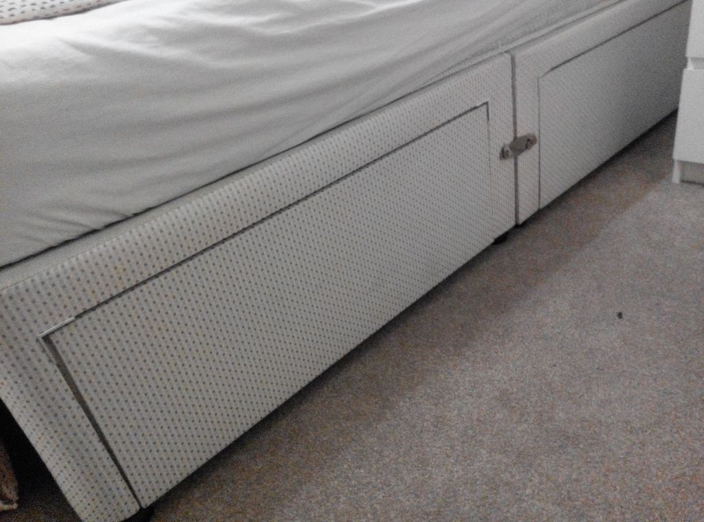 Free double bed base with drawers white to be for Double divan bed base with 4 drawers