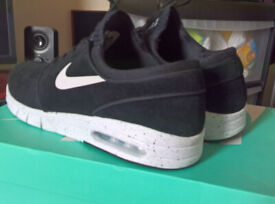 brand new cd910 32b67 NIKE SB STEFAN JANOSKI MAX SUEDE MEN S TRAINERS BLACK SIZE UK 9   EURO 44
