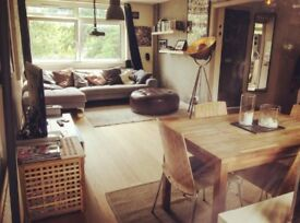 Double Bedroom for rent, top floor maisonette two minute walk from Walton-on-Thames station.