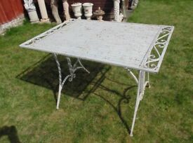 (#752) garden metal table (Pick up only, Dy4 area)