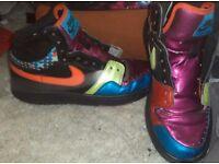 Nike court force trainera size 5