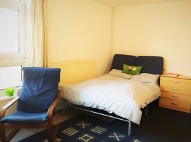 Room to let - 5 mins to Cosham Station, 15 mins to QA hospital