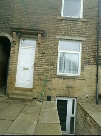 1 bed through terrace to let -BD9