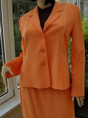 eichtes  Kostüm, apricot,  Gr 40, nw (Kostüm Pflege)