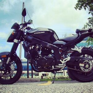 (REDUCED FOR QUICK SALE) Black Hyosung GT250