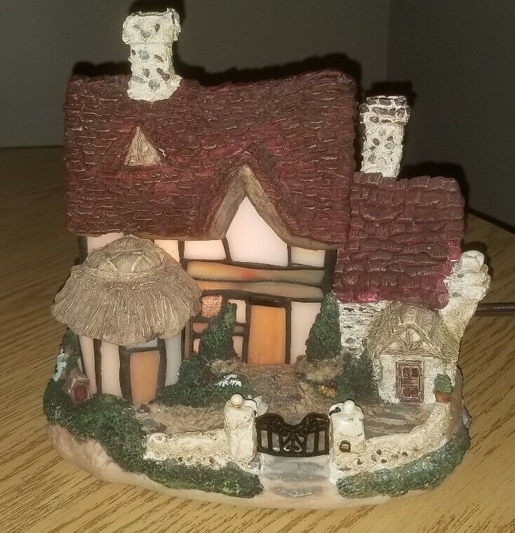 STAINED GLASS LIGHT UP HOUSE FOR MINI VILLAGE - NICE