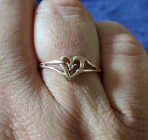 size 10, 10 k gold promise ring