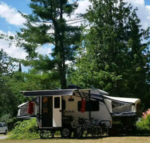 18 foot Palomino Solaire Hybrid Trailer for $16,800.00
