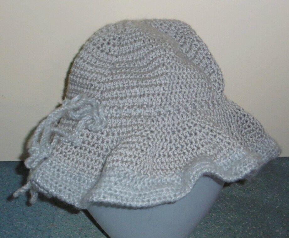 Chapeau gris au crochet fait main neuf acrylique