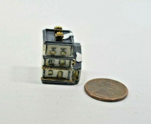 Miniature Manor House Sculpture in 1:12 doll scale A4192