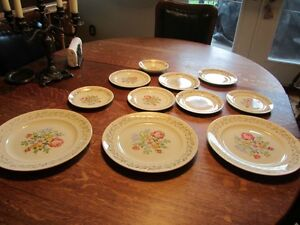 11 pièces  vaisselle SAMPLER  petit point 22 Karats idée NOEL