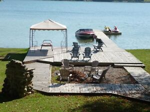 PRIVATE LAKEFRONT FAMILY COTTAGE