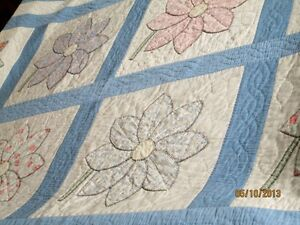 Beautiful Vintage Quilt with Flowers Kitchener / Waterloo Kitchener Area image 3