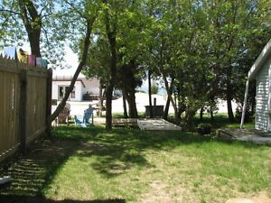 Sauble Beach Cottage Rental - 4 Bedrooms Booking for Summer 2016