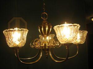 LAMPES VARIÉES: 2 BLANCHES + 3 VERT OLIVE PÂLE (1 À SUSPENDRE)