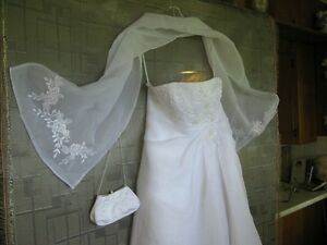 Wedding Dress - Private Collection ($275) Sarnia Sarnia Area image 1