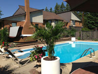 1km from UofG-Live in style in a $1,5ML home with SPA & Limo