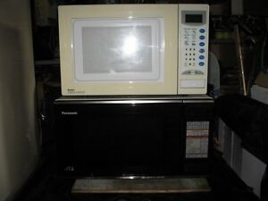MICROWAVE OVEN. .519-697-2096.