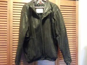 Mens Leather Bomber Jacket size 42-44 Cambridge Kitchener Area image 2