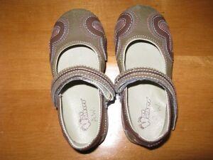 Little Girls Footwear, size 8-9 Sarnia Sarnia Area image 3