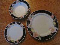 Beautiful flowers and gold trim dinnerware set