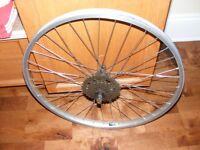 """Roue arrière 26""""X1.95 en aluminium pour des vélos de montagne."""