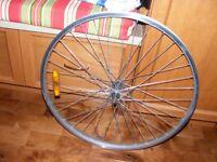 """Roue avant 26""""X1.95 en aluminium pour des vélos de montagne."""
