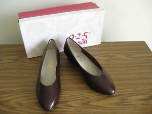 Burgundy leather pumps, size 7.5-8 M London Ontario image 1