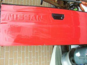 Nissan truck tailgate