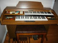 Beautiful Hammond Organ with matching bench, tapes and books