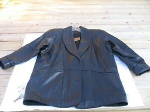 LEATHER  3/4 COAT  OLD HIDE HOUSE  ( SIZE LARGE ) .
