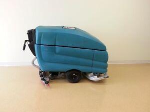 "Tennant 5700 - 28"" floor scrubber"
