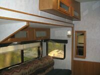 1997 27.5 foot vanguard 5th wheel with super slide and bunks!!!