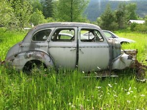 1940 CHEV MASTER DELUXE 4-DOOR SEDAN.....selling as a parts car