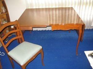 7 piece Provincial Drop Leaf Dining Room Set for  Sale Windsor Region Ontario image 2