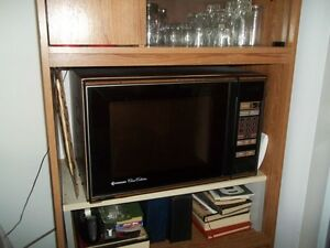 LARGE MICROWAVE EXCELLENT CONDITION Gatineau Ottawa / Gatineau Area image 1