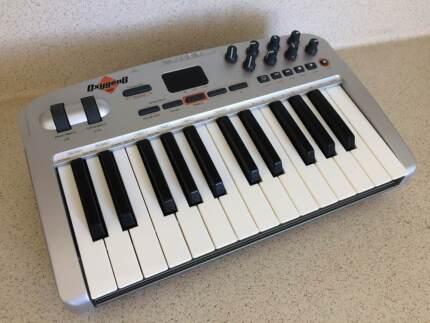 M-Audio Oxygen 8 v2 25-Key MIDI USB Keyboard Controller