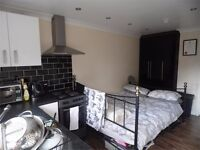 Studio flat available NOW!!!!!!!!!!