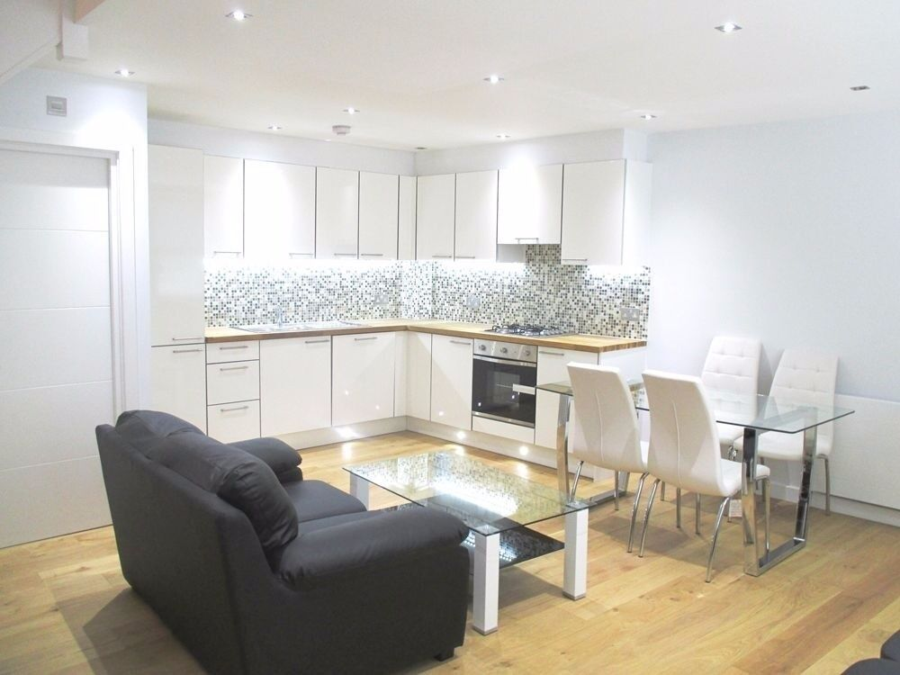Modern and spacious 2 bed in Kings Cross - only £485pw! ideal for sharers!