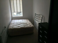 **Clapham Junction Double Room Immediately Available** £800pm fully furnished new build 3bed house