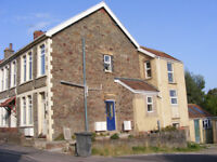 Good sized 1 bed flat with separate lounge and kitchen/ diner. All rooms good size + garden!.