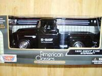 Collectible 1:24 Scale 1955 Chevy 5100