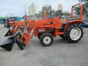 TRACTORAMA 2 X HINOMOTO 21HP-26HP TRACTORS/FEL Welshpool Canning Area Preview