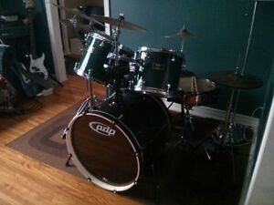MAPEX Venus (Mahogany Shells) with Earthtone Calfskin Heads