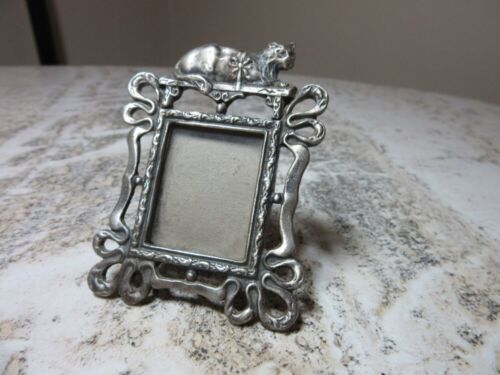 Mini picture frame with cat