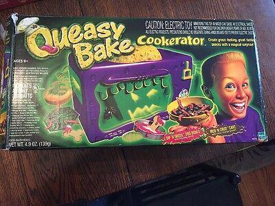 Easy Bake Queasy Bake Oven Cookerator Hasbro Box Plus Mixes Halloween Party IOB](Halloween Baking Mixes)