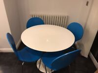 White gloss round dining table