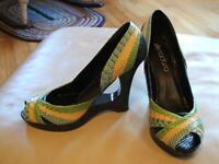 Ladie's shoes, sandals, like new, sz 10