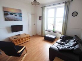 ONE BEDROOM FLAT - CLOSE TO UNI AND TOWN CENTRE