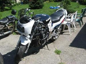 1996 gsxr-1100 parts bike London Ontario image 2